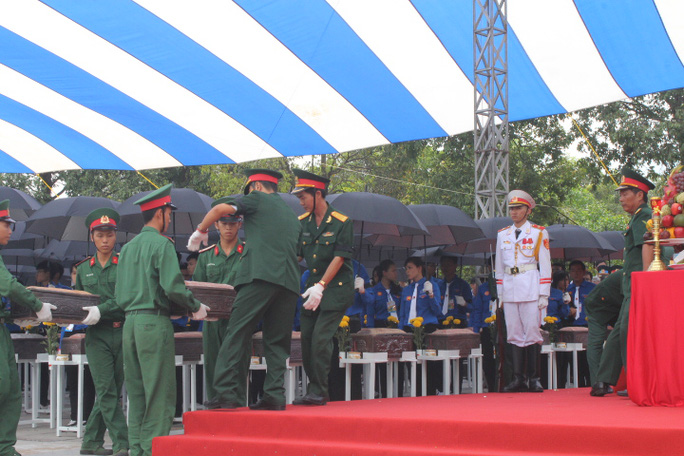 Các ông Trương Tấn Sang,  Nguyễn Tấn Dũng dự lễ truy điệu liệt sĩ - Ảnh 6.