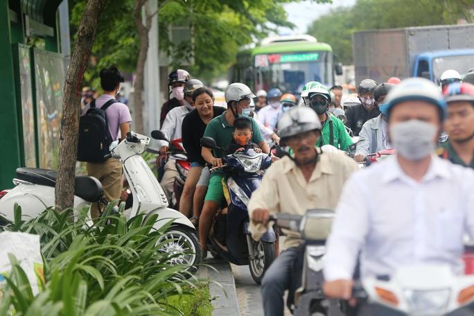 """Cầu vượt thép chưa """"xử"""" được kẹt xe ở sân bay Tân Sơn Nhất - Ảnh 3."""