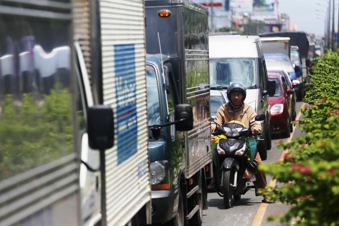 """Cầu vượt thép chưa """"xử"""" được kẹt xe ở sân bay Tân Sơn Nhất - Ảnh 2."""