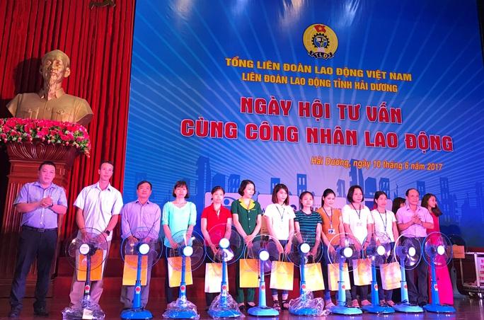 Lần đầu tiên tổ chức Ngày hội tư vấn cho công nhân - Ảnh 1.