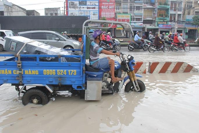 Mưa lớn, nhiều nơi ở Đồng Nai và Bà Rịa - Vũng Tàu ngập nặng - Ảnh 6.