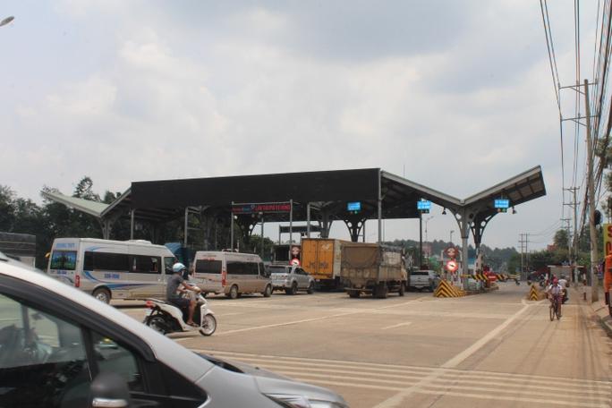 Người dân chặn xe trốn trạm BOT tuyến tránh Biên Hòa - Ảnh 3.