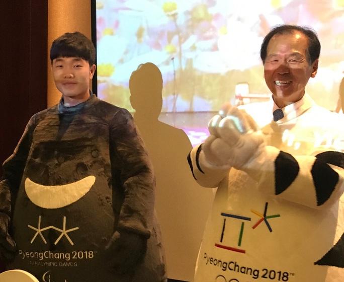Lương Xuân Trường hóa thân thành linh vật Olympic mùa đông - Ảnh 1.
