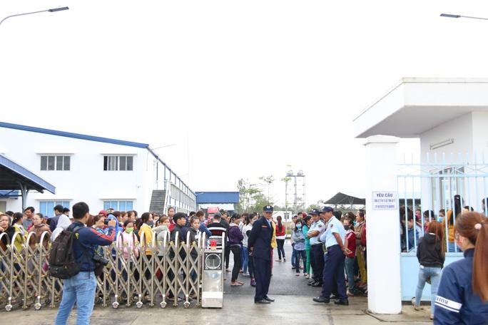 Khoảng 1.000 công nhân tiếp tục ngừng việc trong sáng 10-2