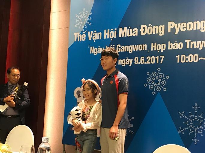Lương Xuân Trường hóa thân thành linh vật Olympic mùa đông - Ảnh 2.