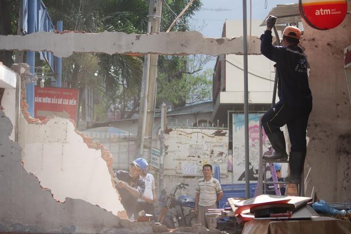 Chốt dân phòng của khu phố 7, phường 14 cũng bị tháo dỡ để làm gương cho dân.