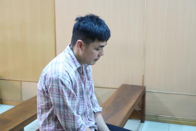 Trùm buôn lậu chuyên săn Việt kiều để hốt bạc - Ảnh 1.