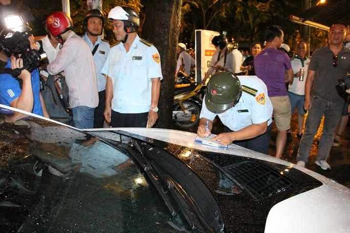 Không chấp nhận đóng phạt 700.000 đồng để đậu xe trên vỉa hè - Ảnh 7.