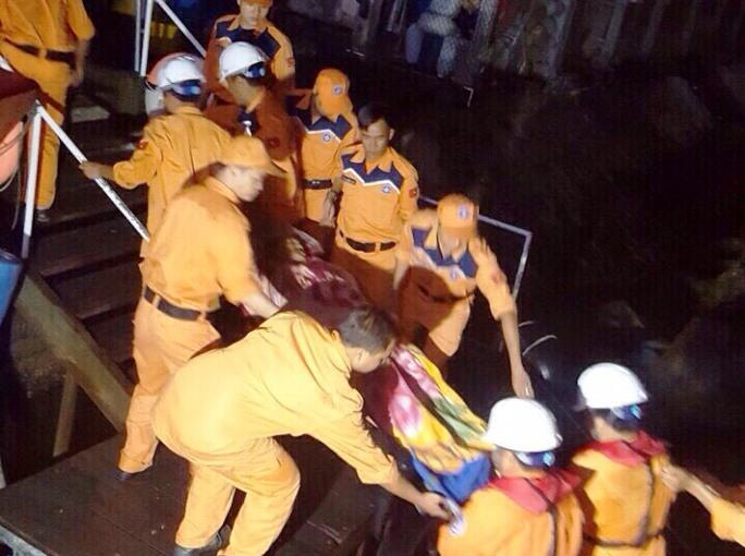 Tai nạn bất ngờ trên biển, hai ngư dân 1 chết, 1 bị thương  - Ảnh 1.