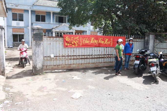 Đến trưa ngày 26-1, công nhân Công ty TNHH Tasko Vina đã nhận tiền tạm ứng từ công ty và tiền hỗ trợ từ LĐLĐ huyện Hóc Môn