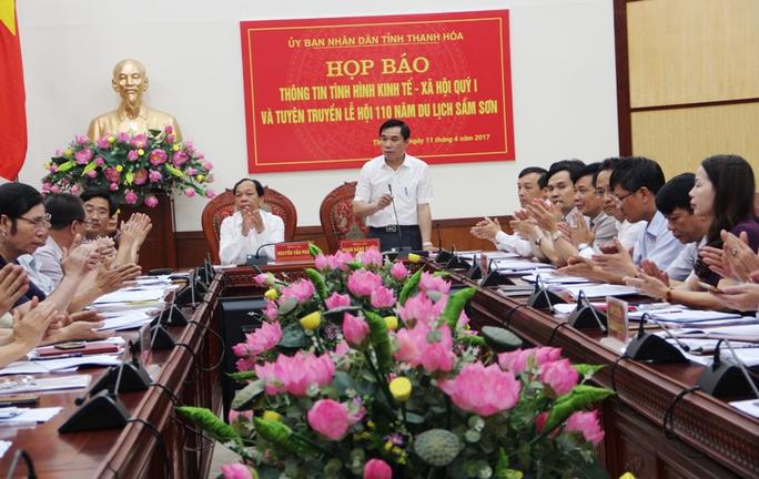 Ông Phạm Đăng Quyền, Phó chủ tịch UBND tỉnh Thanh Hóa, chủ trì cuộc họp báo