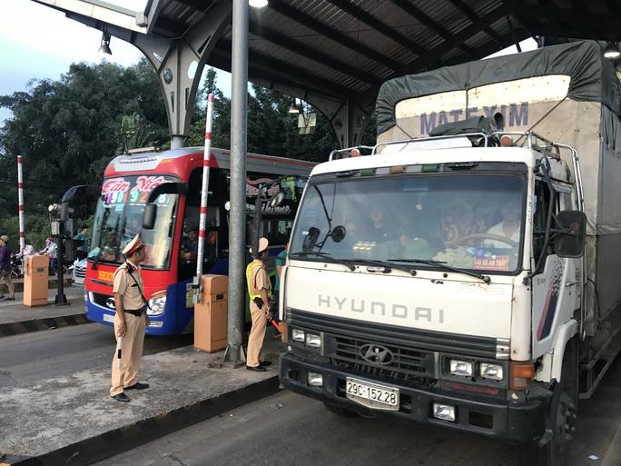 Toàn cảnh trạm thu phí BOT Biên Hòa xả trạm - Ảnh 8.