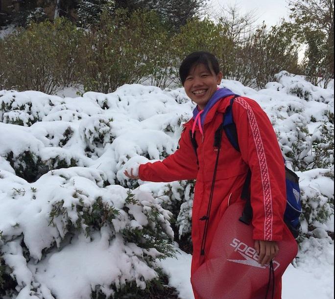 Nữ kình ngư Ánh Viên chia sẻ những bức ảnh vui vẻ bên tuyết trắng tại nơi cô đang tập luyện trên đất Mỹ