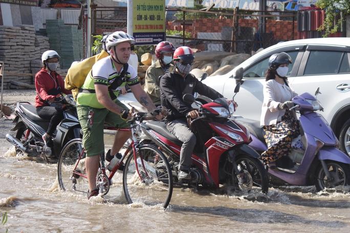 Nhờ bơm thoát bướt nước, đến chiều cùng ngày, tình trạng ngập nước có giảm, tuy nhiên vẫn chưa được khắc phục hoàn toàn