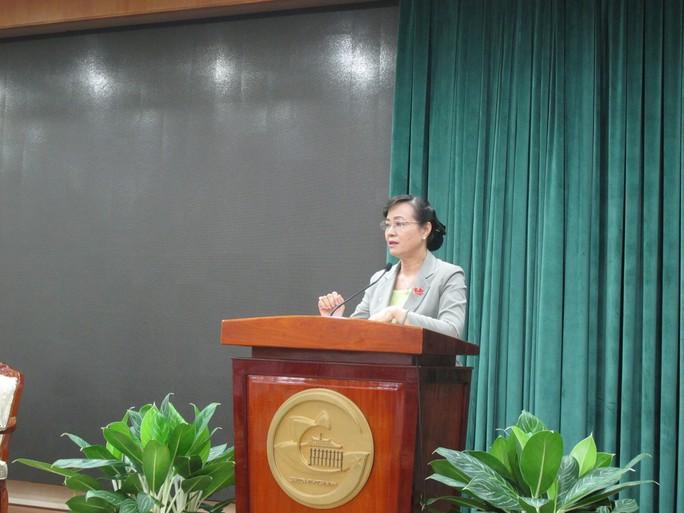 Chủ tịch HĐND TP Nguyễn Thị Quyết Tâm chủ trì hội nghị sáng 5-5 (Ảnh: Phan Anh)