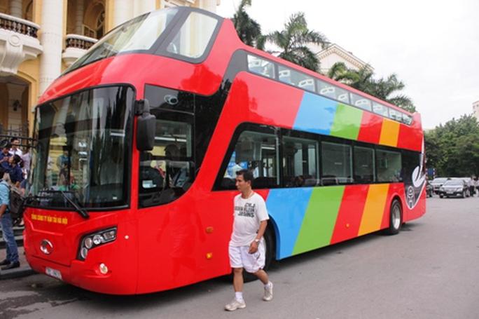 Hà Nội có xe buýt 2 tầng mui trần tha hồ ngắm phố cổ - Ảnh 1.