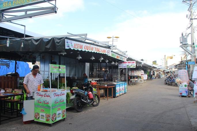 Chợ đêm Phú Quốc đón khách du lịch tấp nập trở lại - Ảnh 4.