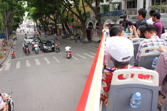 Hà Nội có xe buýt 2 tầng mui trần tha hồ ngắm phố cổ - Ảnh 4.