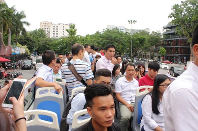 Hà Nội có xe buýt 2 tầng mui trần tha hồ ngắm phố cổ - Ảnh 3.