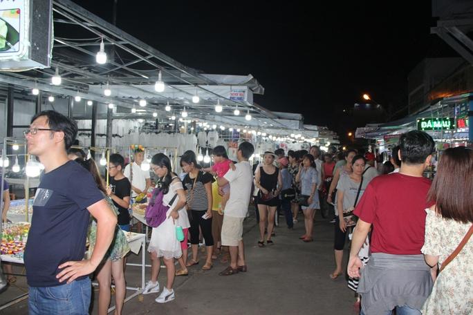 Chợ đêm Phú Quốc đón khách du lịch tấp nập trở lại - Ảnh 5.