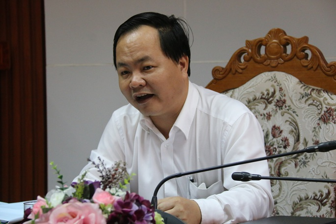 Ông Nguyễn Hồng Quang thông tin sự việc với các cơ quan báo chí