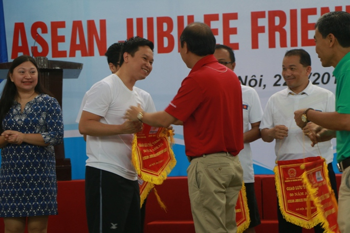 Xem các nhà ngoại giao ASEAN tỉ thí thể thao - Ảnh 6.