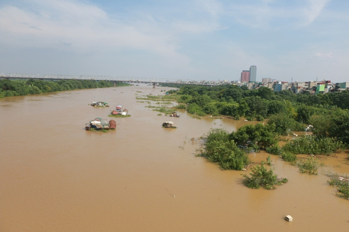 Thủy điện Hòa Bình xả đáy, dân xóm chài sông Hồng thấp thỏm - Ảnh 11.