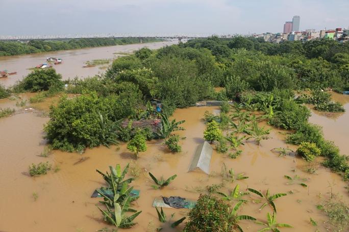 Thủy điện Hòa Bình xả đáy, dân xóm chài sông Hồng thấp thỏm - Ảnh 16.