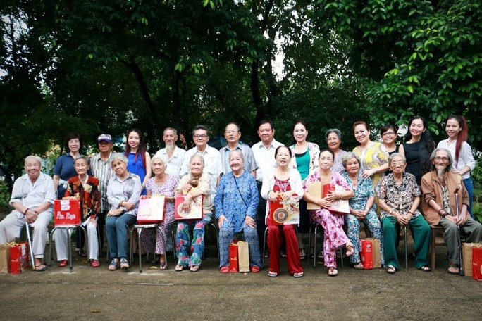 CLB Nữ nghệ sĩ TPHCM chúc tết các nghệ sĩ lão thành tại Khu dưỡng lão Nghệ sĩ TP HCM