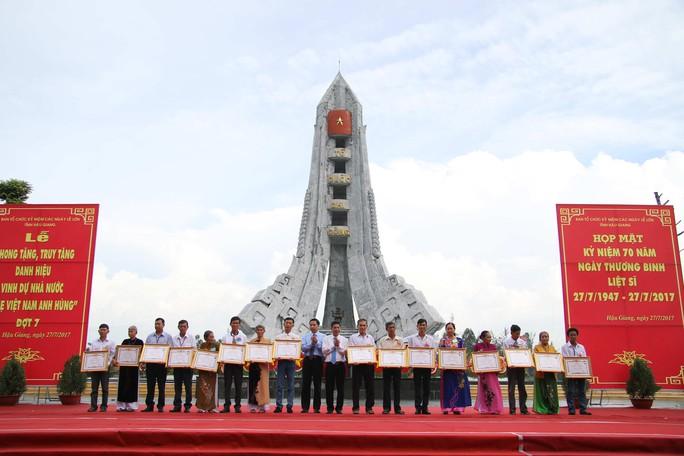 Hậu Giang hoàn thành nâng cấp nghĩa trang liệt sĩ tỉnh - Ảnh 4.