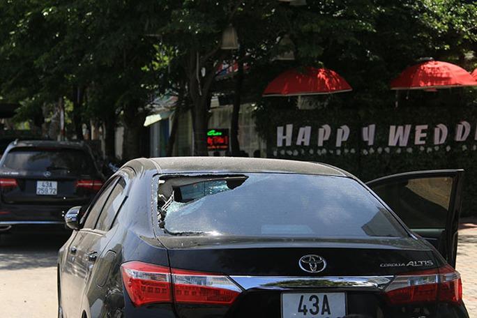 Đà Nẵng:  Nhóm thanh niên đập phá ô tô cho… vui đã bị bắt - Ảnh 2.