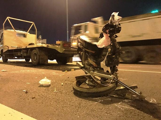 Xe tải tông xe máy, 2 người chết - Ảnh 1.