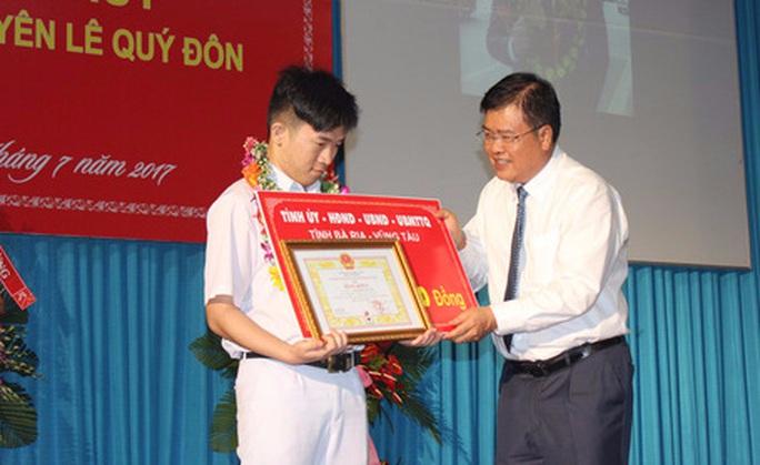 Quán quân Olympic toán quốc tế nhận thưởng 450 triệu đồng - Ảnh 1.