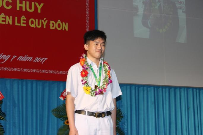 Quán quân Olympic toán quốc tế nhận thưởng 450 triệu đồng - Ảnh 2.