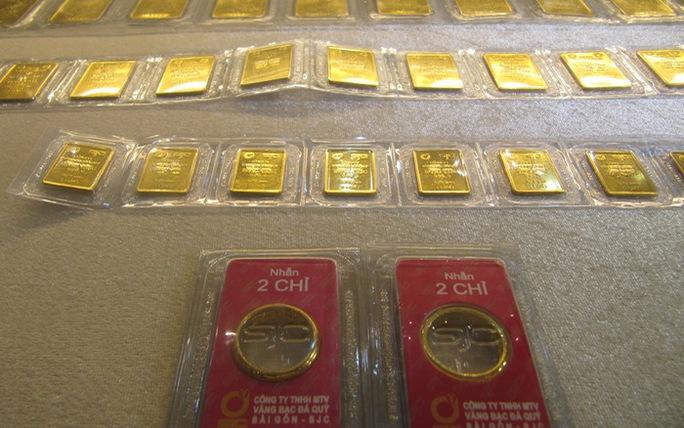 Vàng SJC ngang bằng với giá thế giới - Ảnh 1.