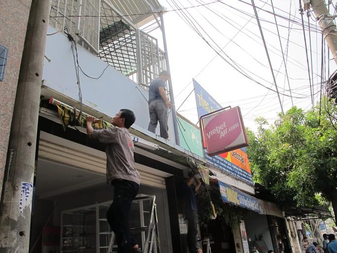 UBND phường Đông Hưng Thuận (quận 12) đã thông báo cho người dân tự tháo dỡ