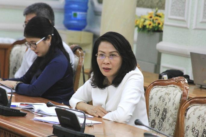 Bà Nguyễn Thị Thu, Phó Chủ tịch UBND TP yêu cầu đơn vị tổ chức đường hoa Nguyễn Huệ tôn trọng thiết kế được duyệt