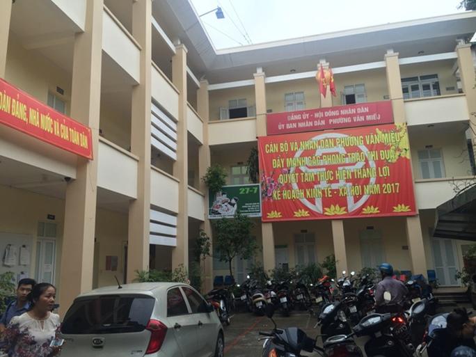 Gây khó cấp giấy khai tử: Đình chỉ Phó phường Văn Miếu - Ảnh 1.