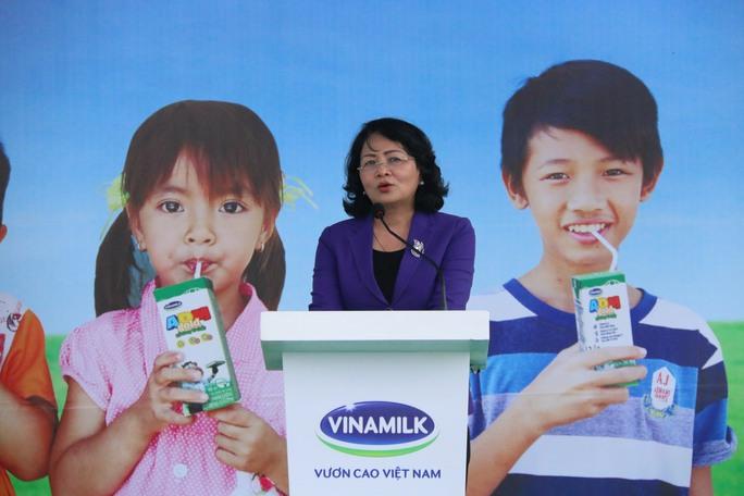 Hơn 46.000 ly sữa đến với trẻ em Quảng Nam - Ảnh 1.