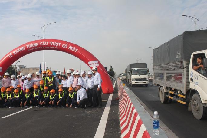 Thông xe toàn bộ cầu vượt nút giao thông Gò Mây - Ảnh 1.