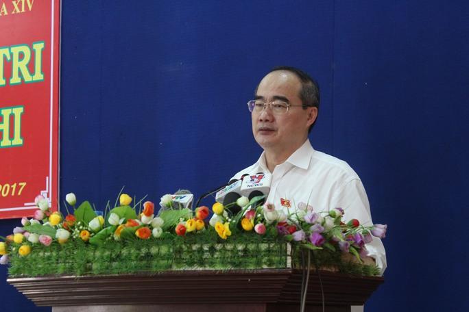 Cử tri thắc mắc việc xây sân Golf trong sân bay Tân Sơn Nhất - Ảnh 1.