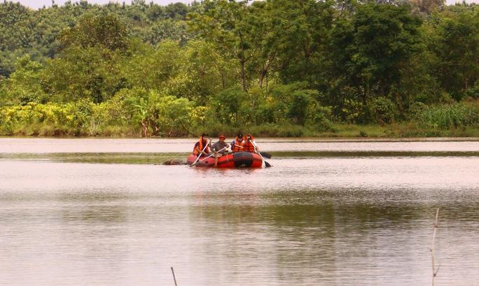 Tá hỏa khi phát hiện thi thể nam thanh niên nổi trên hồ - Ảnh 1.