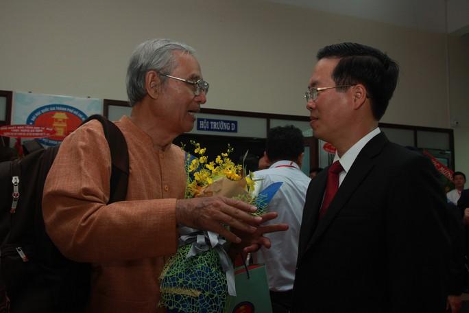 Nhiều thế hệ tề tựu về Trường ĐH Khoa học Xã hội và Nhân văn TP HCM  - Ảnh 1.