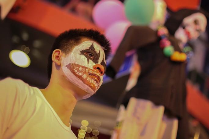 Hàng ngàn người đổ về phố Tây Bùi Viện chơi Halloween - Ảnh 5.