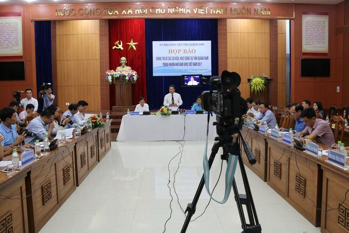 Quảng Nam tặng tranh mạ vàng cho đại biểu dự APEC - Ảnh 2.