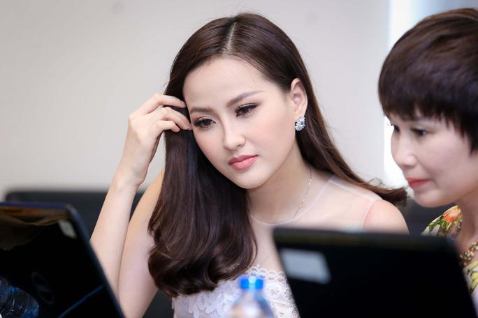 """Hoa hậu Khánh Ngân khẳng định không có """"đại gia"""" chống lưng - Ảnh 4."""
