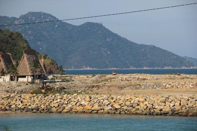 Cận cảnh hàng loạt dự án lấn biển xâu xé vịnh Nha Trang - Ảnh 3.