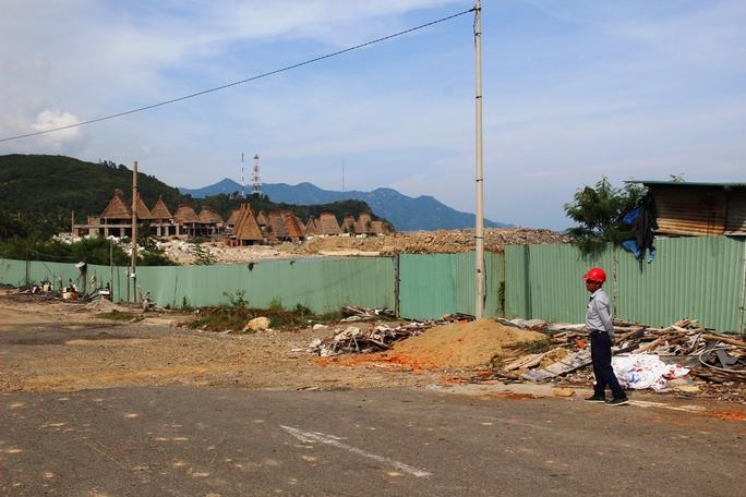 Khắc phục vụ lấn vịnh Nha Trang, chủ đầu tư cấm cửa báo chí - Ảnh 3.