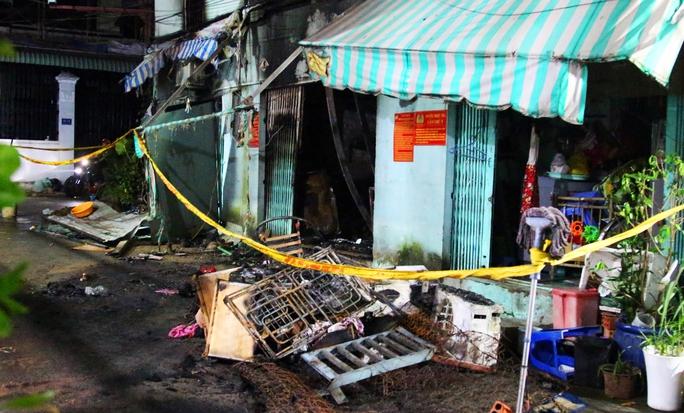 Cháy nhà trọ ở quận 9 trong đêm, 2 bà cháu tử vong - Ảnh 2.