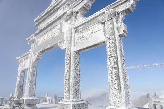 Nhiệt độ xuống -7 độ C, băng tuyết phủ trắng đỉnh Fansipan - Ảnh 20.